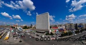 24 этажа отеля вознеслись над землей почти на 75 метров, сделав «Новосибирск» самым высоким зданием в городе (до 2003 г., когда был построен «Бэтмен»).